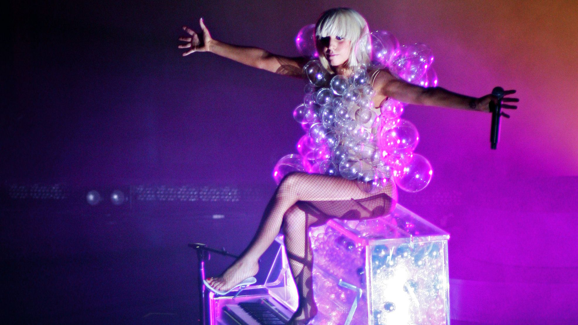Gaga bubble dress Lady