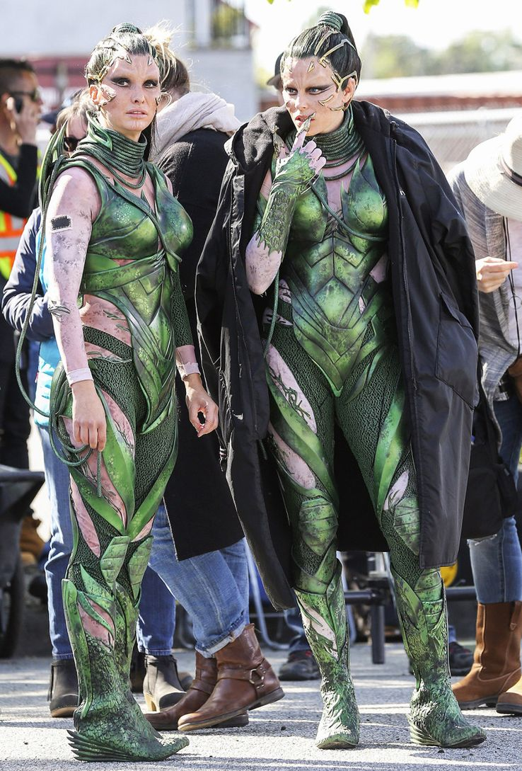 10 Celebs And Their Stunt-Doubles Who Are Twins (And 10 Who Are ... ea35d6dec332